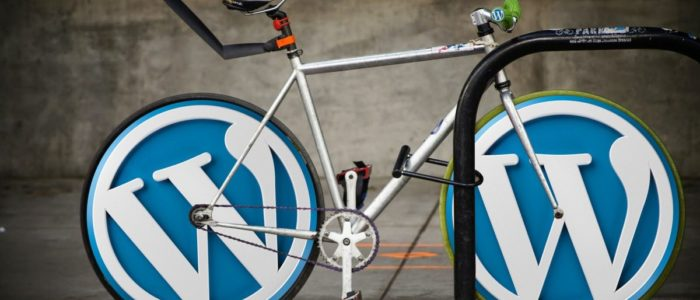 WorpPress - Fahrrad mit Logos als Reifen.